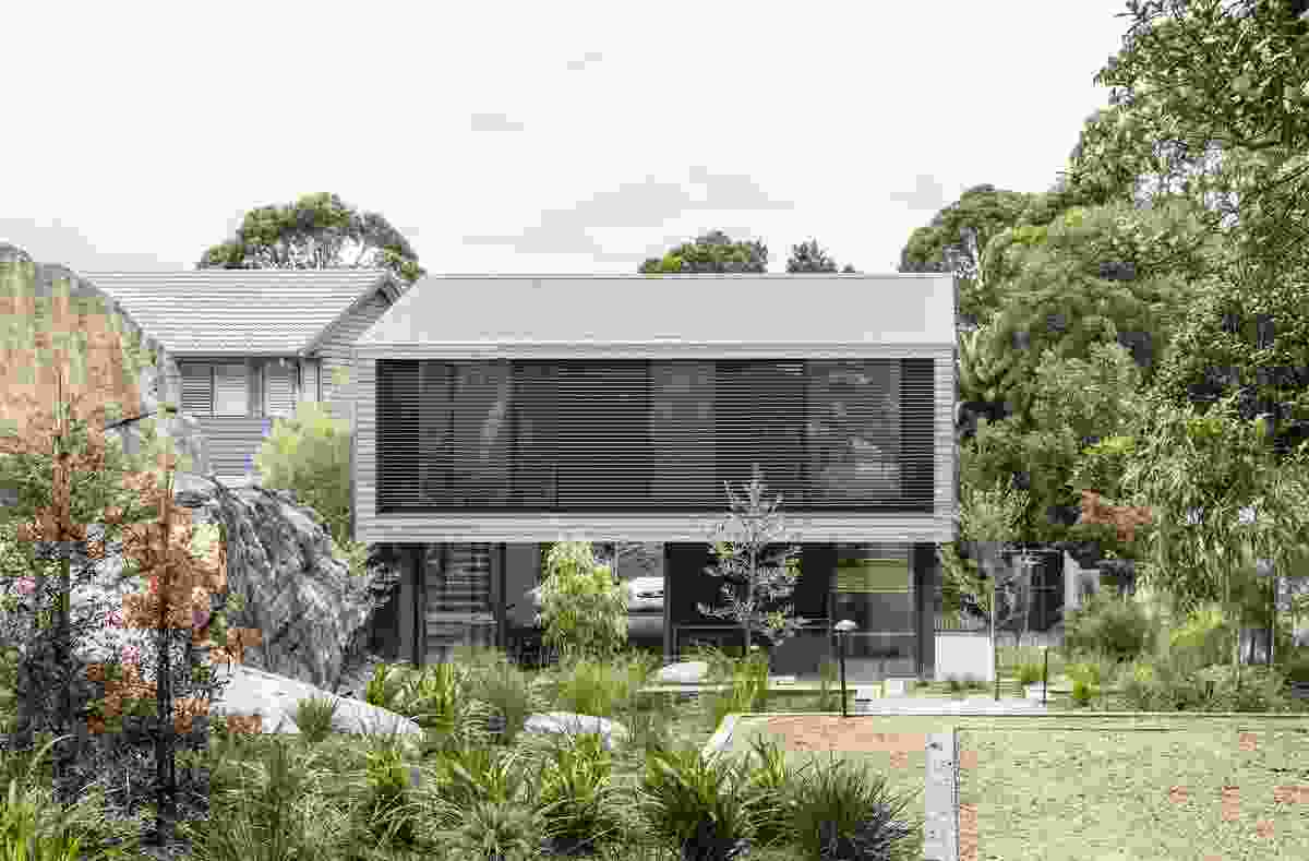 Cooks River House by Studioplusthree.