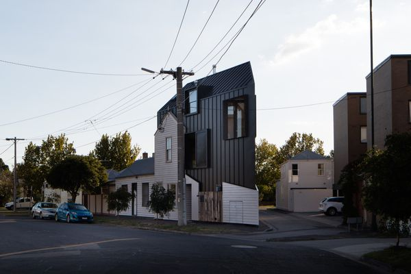 Acute House by OOF! Architecture.