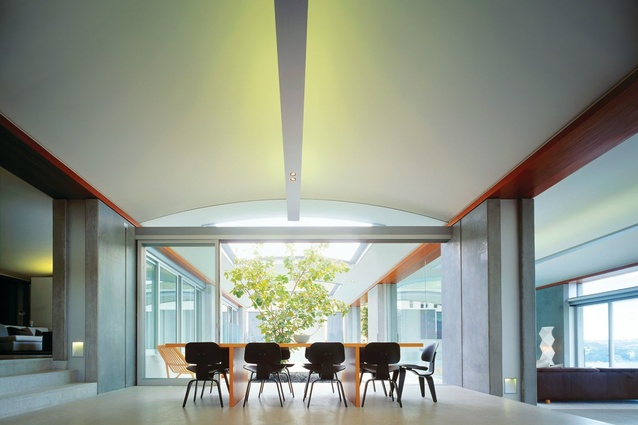 Northbridge House: Living areas unfold under the curved roof.
