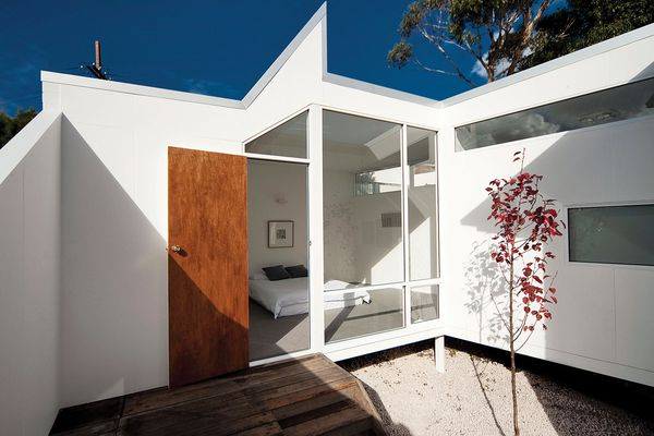 House Alteration and Addition under 200m² – Dual Court House by Bloxas.