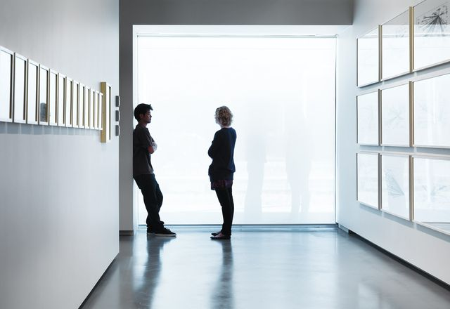 前廊中的一个,在庭院上的半透明视图。