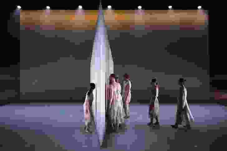 The wall creates a barrier between the dancers.