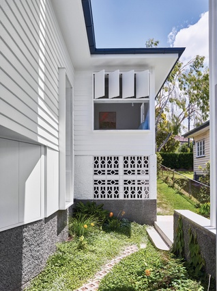 Eye-catching breeze blocks and operable fin windows work to embrace Brisbane's subtropical climate.