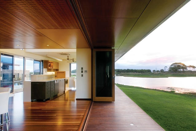 The Lilliesmere Lagoon house (2006) is arranged around a central courtyard in response to the surrounding landscape of cane fields and lagoon.