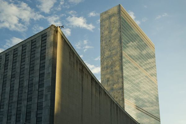UN Secretariat building by Oscar Niemeyer, Le Corbusier, Wallace Harrison, and others.