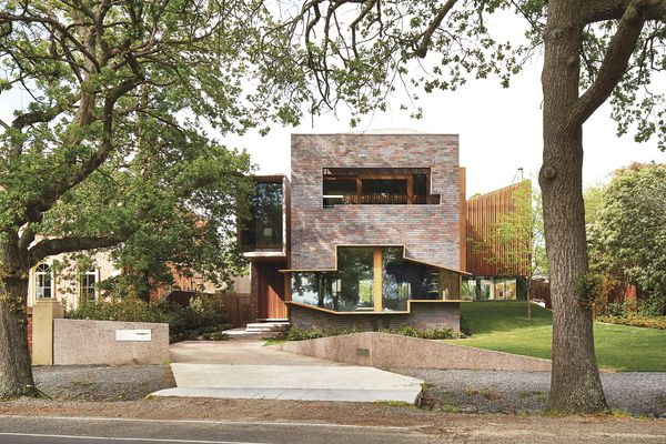 On the street elevation of the Lake Wendouree House, a highly figurative window forms an abstracted outline of the landscape and lake.