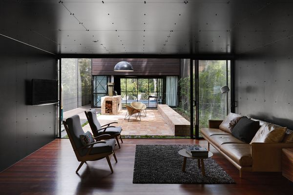 Oxlade Drive House by James Russell Architect.