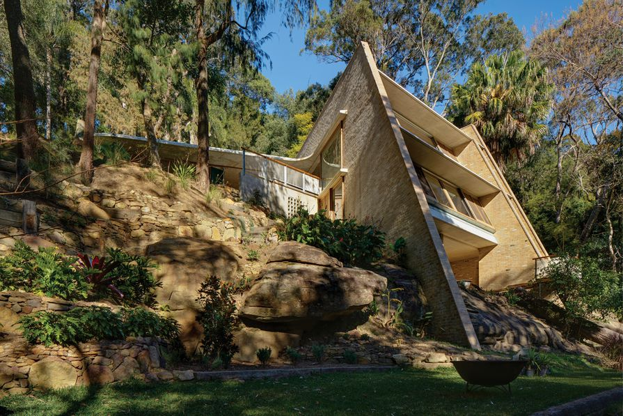 Cabbage Tree House by Peter Stutchbury Architecture.