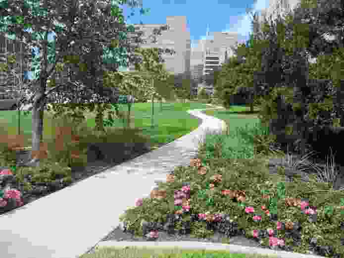 Sheahan's study found that across a 130-hectare site at the main campus of the Texas Medical Center in Houston, USA, the footpaths and public areas were relatively underused.