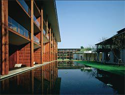 The Chedi, Chiang Mai, Thailand, 2003–2005. Image: Richard Powers.