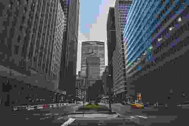 2020年纽约冠状病毒封锁期间,第五大道一片荒凉。