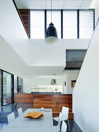 A double-storey volume expands over the open-planned living area, with clerestory louvres on the western edge of the void.