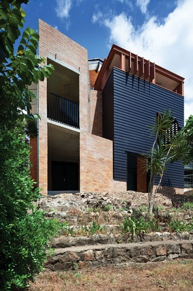 Newmarket Valley-House (Qld) by Owen and Vokes and Peters.