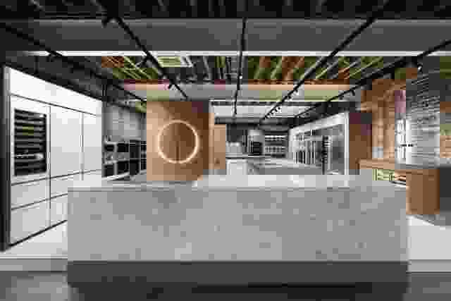 由Adele Bates设计的零零和狼悉尼陈列室。