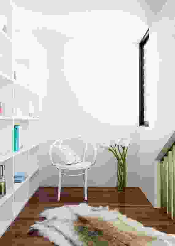 Featuring a large in-built bookshelf, a little study nook mezzanine hovers above the kitchen.