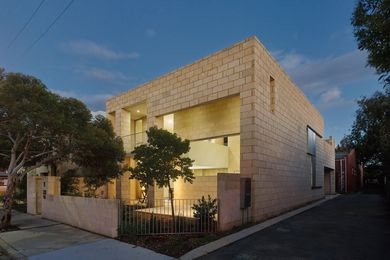"""Limestone use in the Gold Street House responds to the historical and material importance of how the """"edges"""" of buildings are constructed in the city of Fremantle."""
