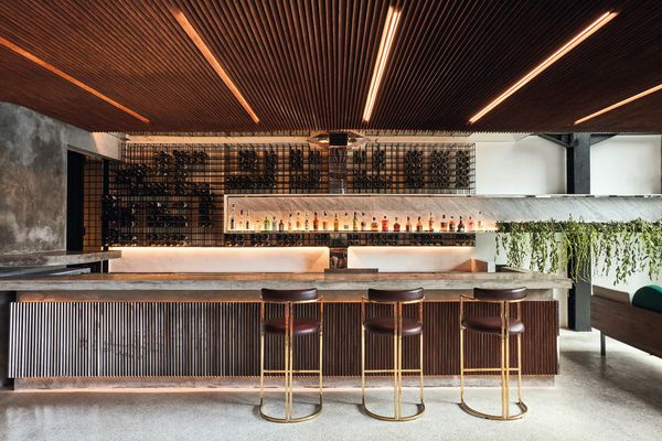 In the open-air cocktail bar, timber screens the overhead soffit and bar front, while marble counter- tops and brass-lined stools speak of influences from New York and Miami.