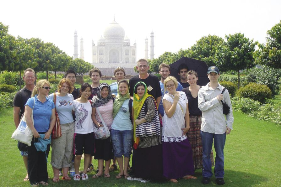 In the Moonlight Garden. Back Row, left to right: Mark Lester, Pok Leow, Craig Martindale, Eoin Gladish, Christopher Vernon, Nicholas Zulberti, Kim Johnson. Front Row, left to right: Jennifer Cooper, Jessica Drake-Brockman, Andrea Cheong, Nicole Cavanagh, Duyen Nguyen, Annette Condello (tutor), Rhian Thomas, Adelle Main, Julian Morley.