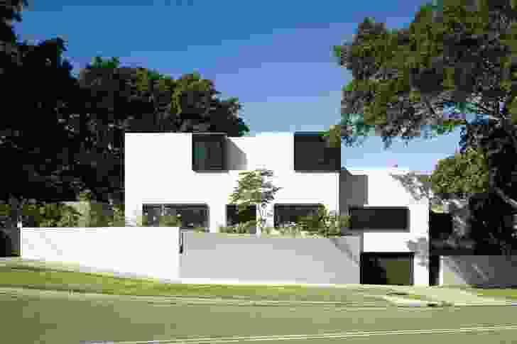 Bellevue Hill House: A composition of orthogonal volumes and abstractly composed openings.