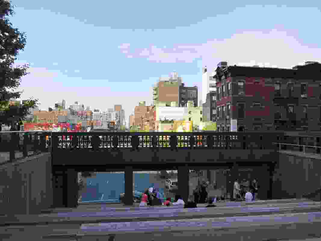 A form of 'street theatre' – a sunken amphitheatre in the High Line looks down into the constantly flowing traffic.