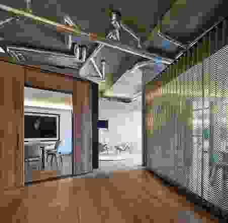 复杂和分层的办公室使艺术和建筑同义词。艺术品(左右):由Mill Henson和Staging Silence 2(2013)的Untitled#35由Hans Op de Beeck。
