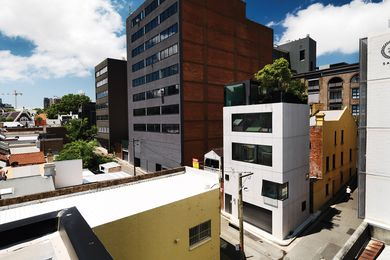 Located on a tight site in Surry Hills, this four-storey house with a roof terrace sits comfortably within office blocks and other mid-rise buildings.
