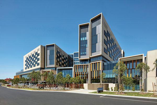 Bendigo Hospital by Silver Thomas Hanley with Bates Smart.