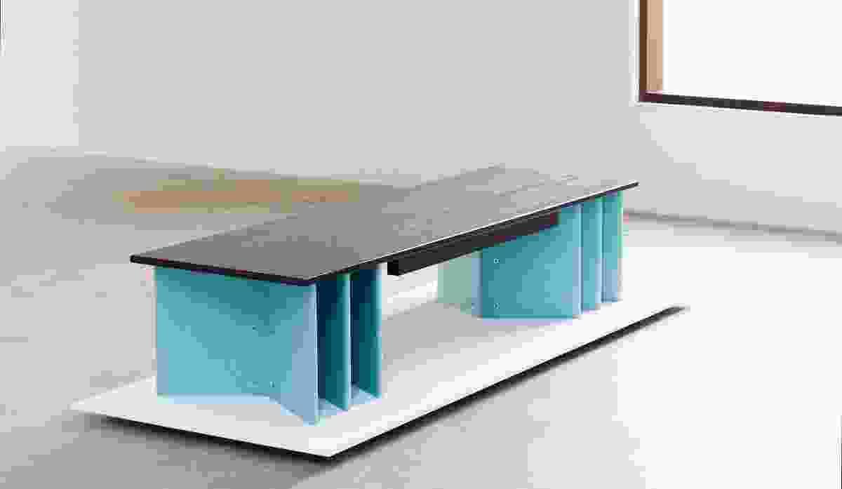艾略特·巴斯蒂安的六折长凳(2016)。