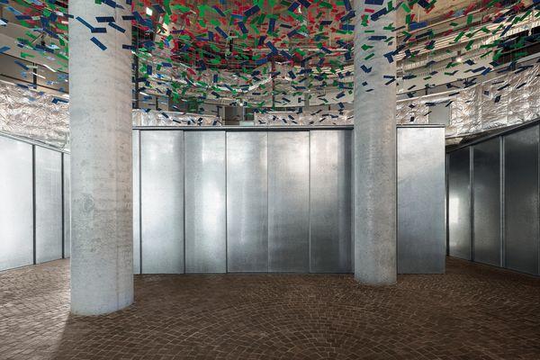 市场大厅包括一系列简单、独立的豆荚。艺术品:耐克尼奥斯。