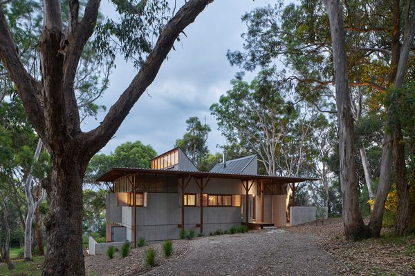 Bay Guarella House by Peter Stutchbury Architecture.