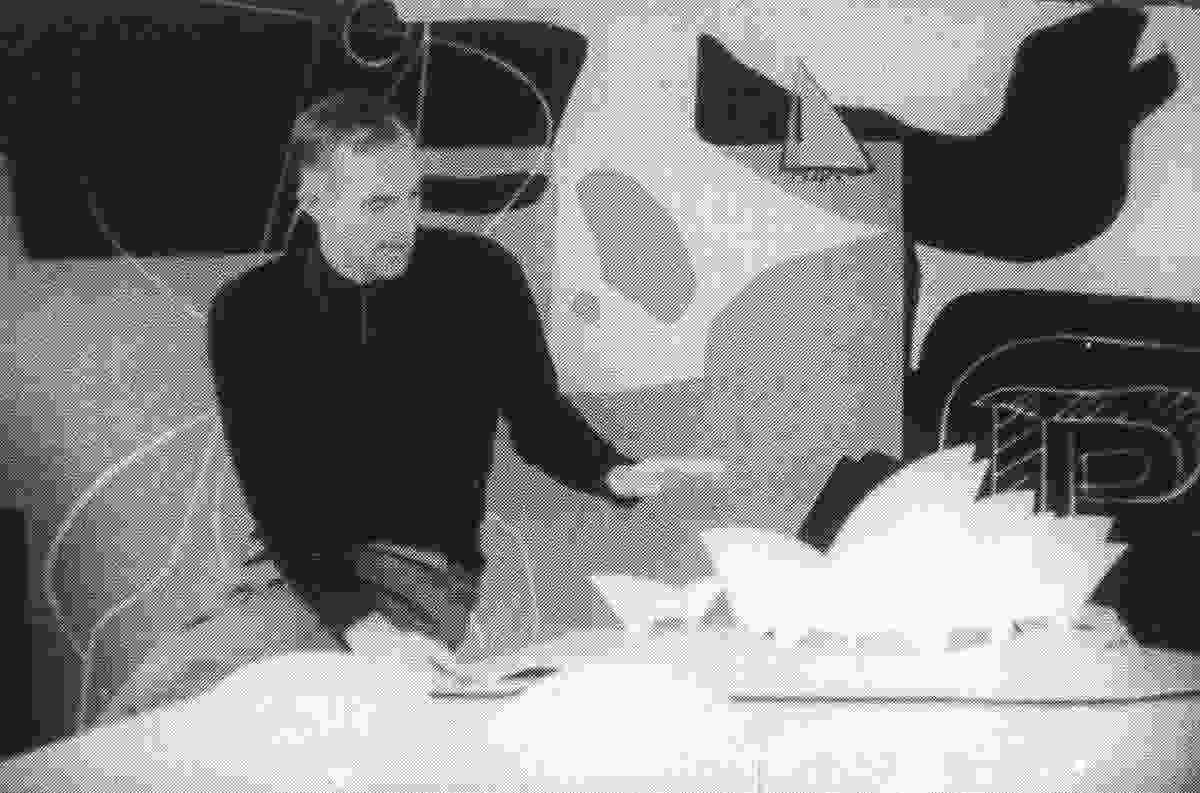 Jørn Utzon with a model of the Sydney Opera House in front of Le Corbusier's tapestry.