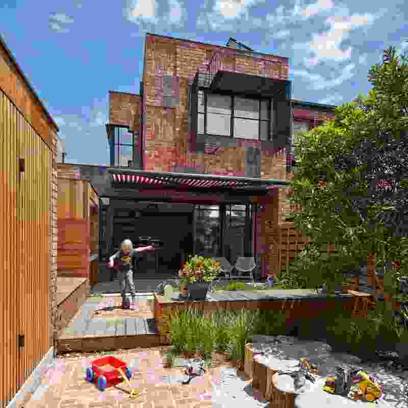 Cubo Rear Garden (Vic) by PHOOEY Architects collaborating with Simon Ellis Landscape Architects.