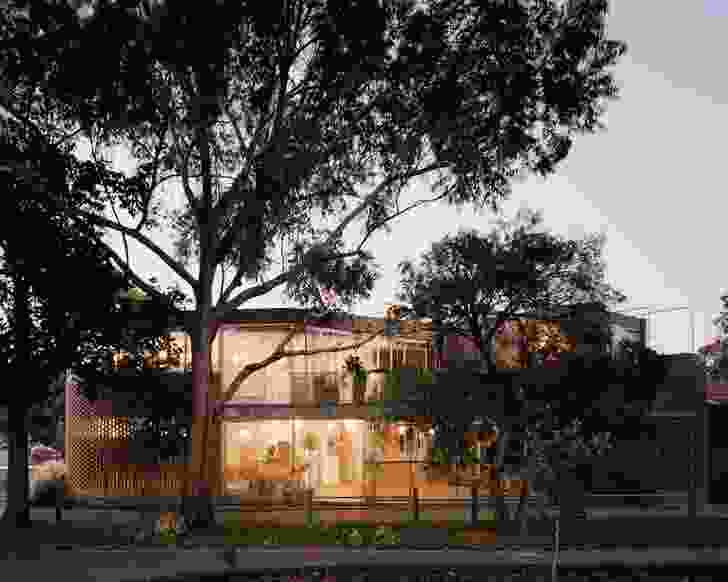 Rose House 2 balances prospect and refuge, its envelope demonstrating a careful compromise between the need for privacy and the desire for continuity with the street.