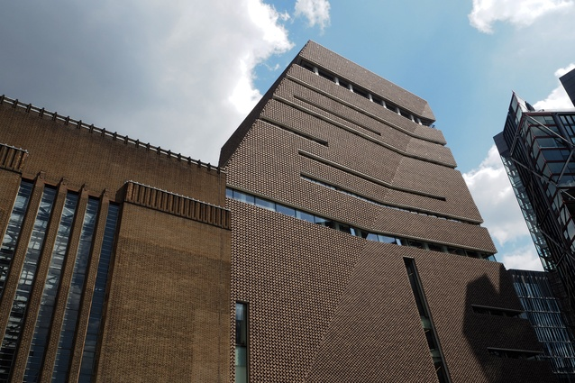 The brick of Tate Modern Switch House by Herzog and de Meuron is a recognizable element of scale.