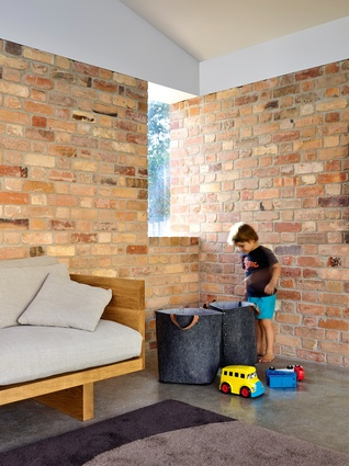 The bricks were sourced from a reject pile at a local factory – materials were chosen according to availability.