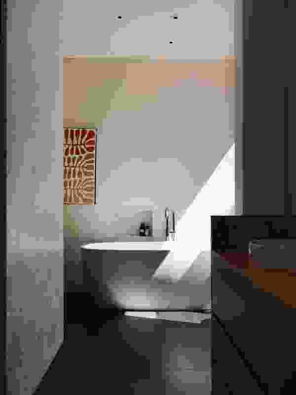 Bathroom artwork: Mitjili Napurrula.