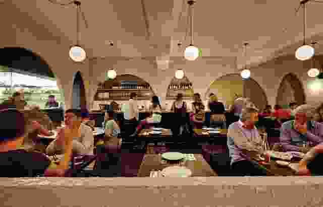 餐厅在酯类中心身体上和经过体验。