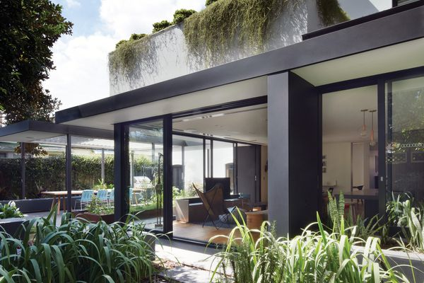 The rear of the house has been conceived as two steel-framed pavilions with an emphasis on low horizontality.