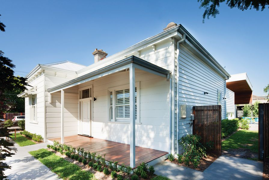 A spotted-gum-lined roof overhang cradles the existing dwelling.