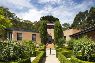 Merli House is inwardly focused on a beautifully planted courtyard, which serves as a sanctum for the family and an occasional venue for open days and wine-tasting events.