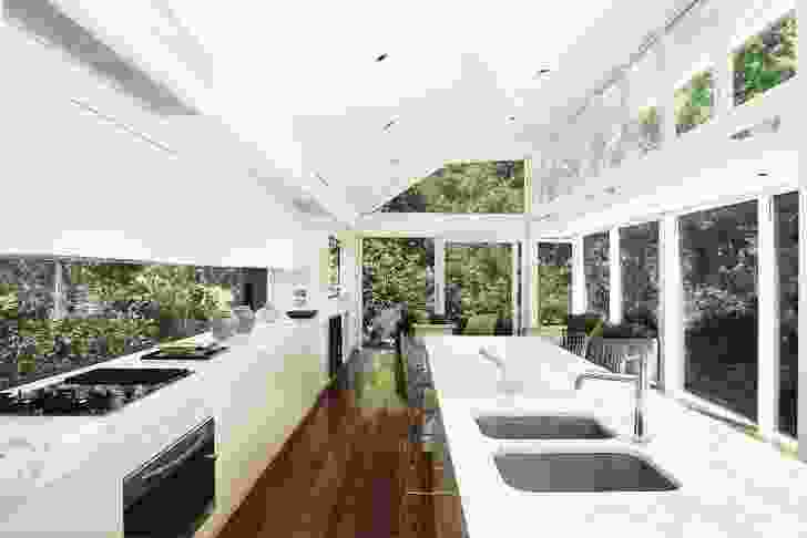 Hunters Hill residence (2006): A light-filled pavilion contains a kitchen and living space.