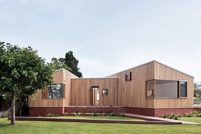 Peninsular pavilions: Three Piece House
